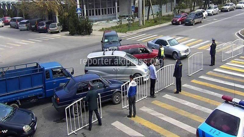 Перекрытые перекрестки в Бишкеке. Фото и видео бишкекчан