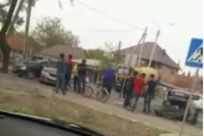 В Бишкеке на ул.Профсоюзной столкнулись «Хонда» и «Мерседес» <i>(видео)</i>
