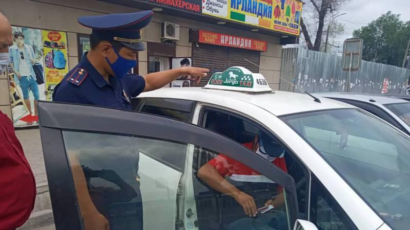 Патрульная милиция провела разъяснительную работу с частными таксистами возле Западного автовокзала