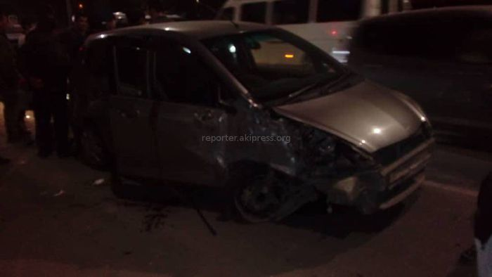 В мкр Джал произошло ДТП с участием трех машин и маршрутки <i>(фото, видео)</i>