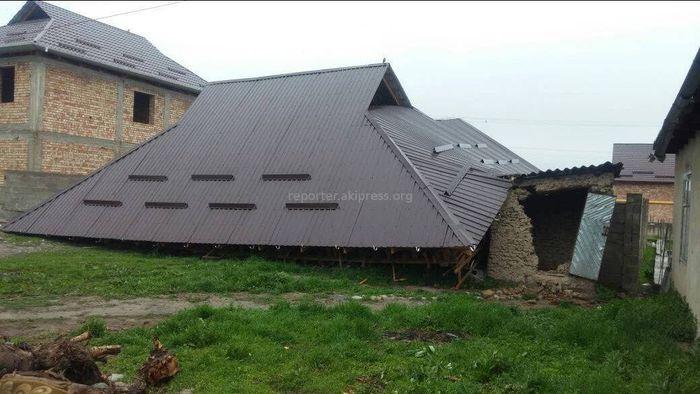 В Новопавловке из-за ветра рухнул каркас двухэтажного особняка (фото)