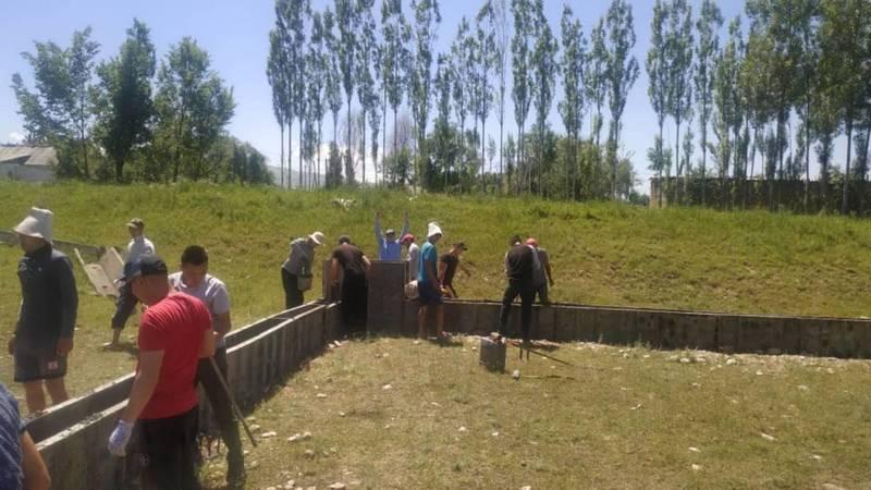 Жители села Шалта на свои средства начали строить футбольное поле. Фото