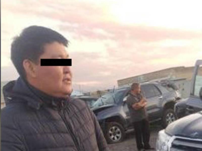 Фото – Дебошир на «Ленд Крузере» после задержания