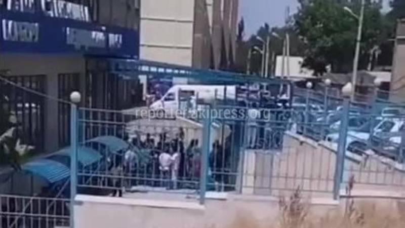 Бишкекчанин снял на видео очередь на рентген