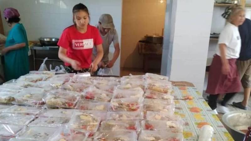 Жители села Кой-Таш развезли еду для медиков. Фото