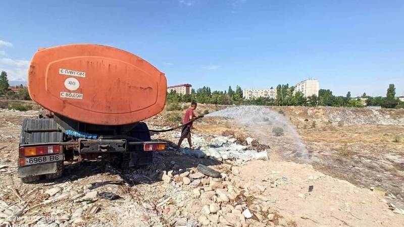 Пожар в заброшенном карьере в южных микрорайонах потушен