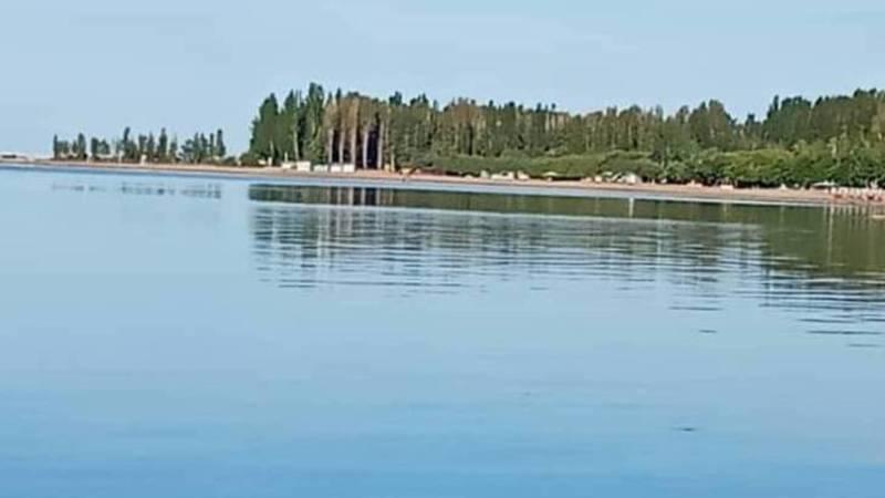 «Красота и умиротворение». Озеро Иссык-Куль в 6 утра. Фото