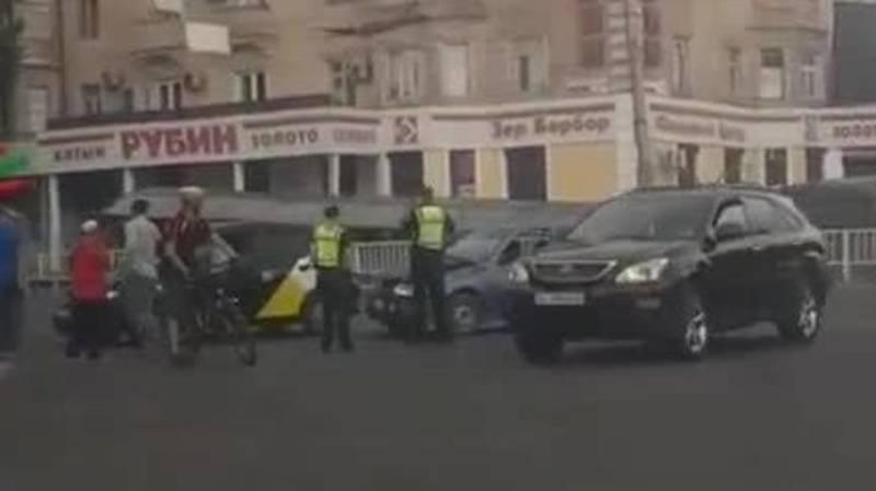 ДТП на Чуй-Абдрахманова с участием двух машин. Видео с места аварии