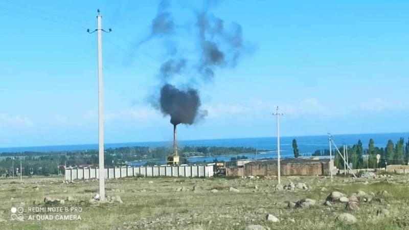 В селе Бает асфальтовый завод загрязняет экологию. Фото и видео местного жителя