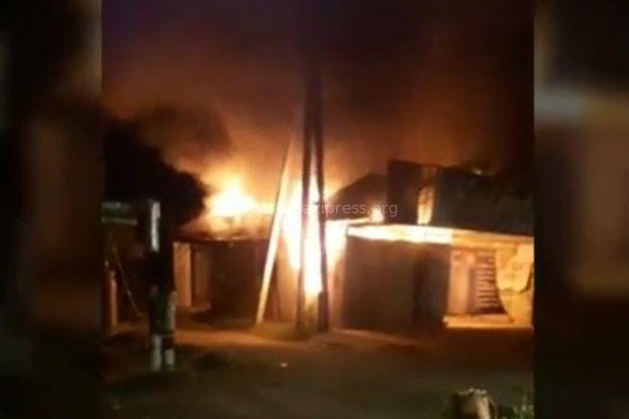 Видео пожара в вулканизации «5 колесо» на улице Тоголок Молдо