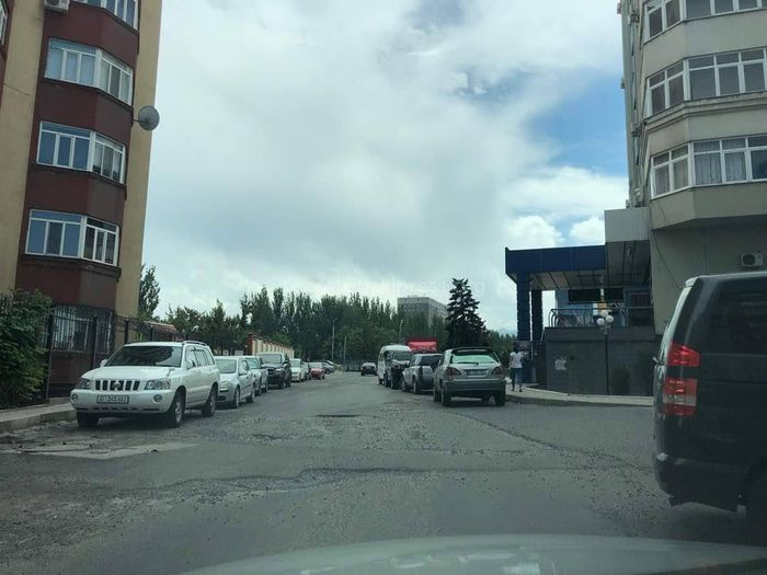 Ремонт дороги по ул.Океева не включен в титульный список 2018 года, - «Бишкекасфальтсервис»