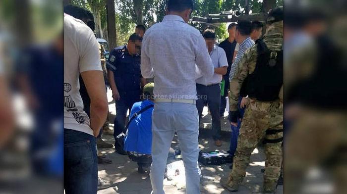 В центре Бишкека задержали гаишника. Фото