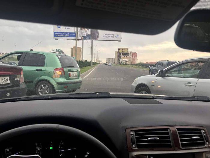 Бишкекчанин: На Масалиева-Айтматова водители постоянно нарушают ПДД, создавая помехи (фото)