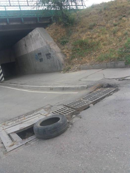В ближайшее время ливнеприемные решетки на Толстого-Садыгалиева будут отремонтированы, - мэрия Бишкека