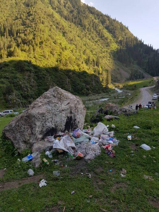 Посетители ущелья Кегети оставили после себя гору мусора <i>(фото)</i>
