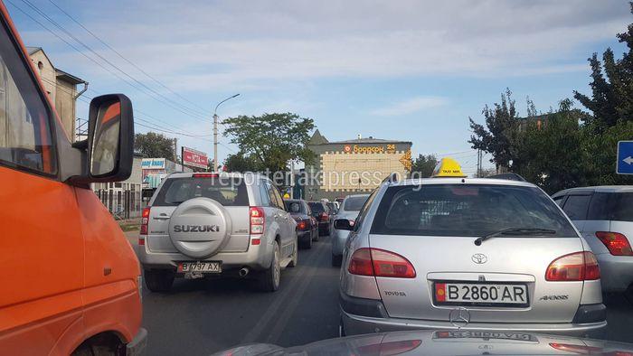 Горожанин просит УОБДД проконтролировать движение на перекрестке Матыева-Л.Толстого