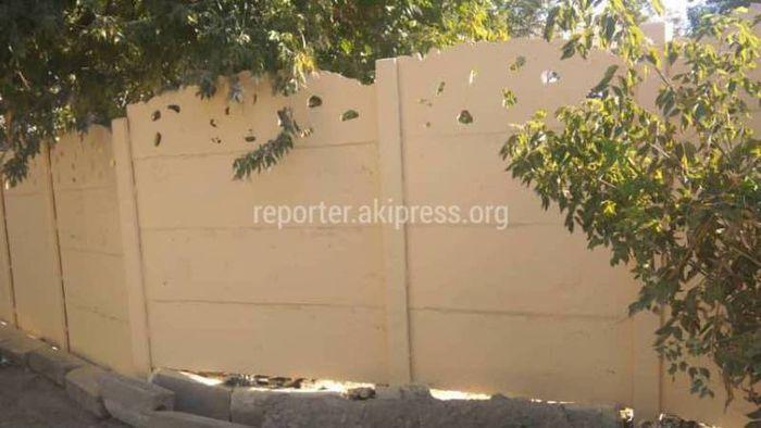 Городские службы проверили забор детсада на ул.Лумумбы