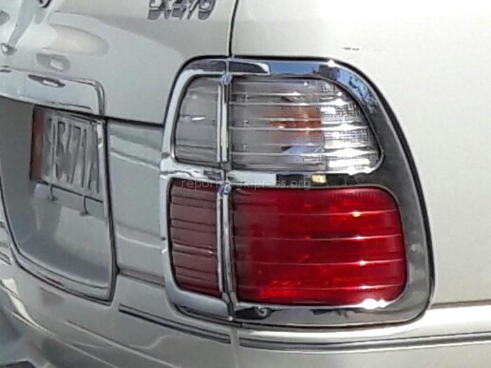 Водитель автомобиля «Лексус-470» на Сухэ Батора задел маршрутное такси (фото)