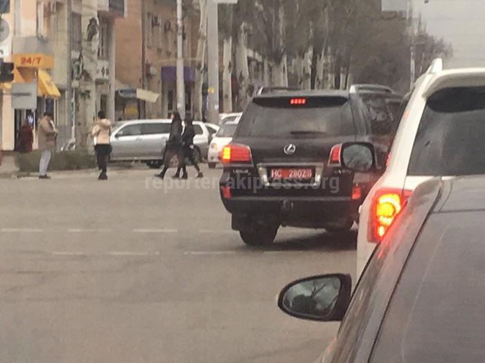 Водитель дипломатического представительства нарушает ПДД (фото)