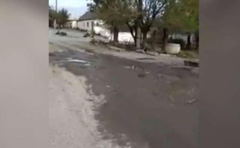 На улице Весенней в Балыкчы прорвало трубу