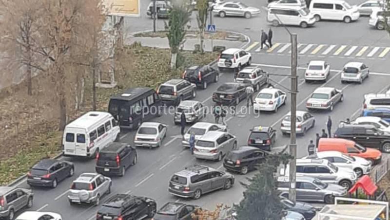 На Ибраимова-Фрунзе столкнулись 5 машин (фото)