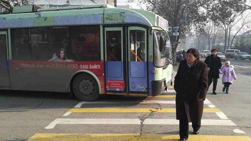 На Абдрахманова-Токтогула троллейбус №7 нарушил ПДД - бишкекчанин (фото)