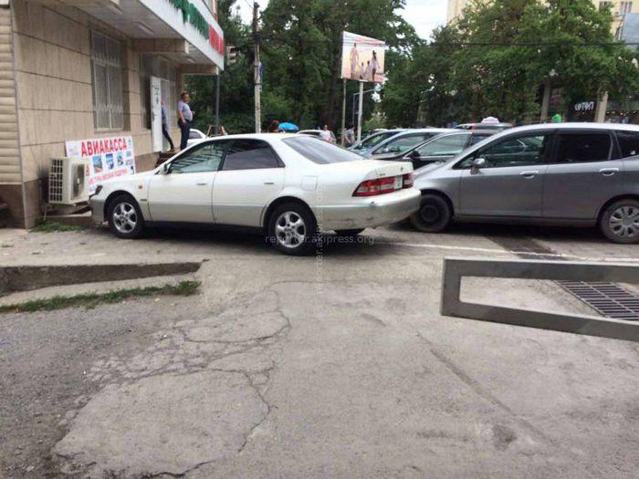 «Доска позора»: Беспорядочная парковка и езда водителями машин <i>(фото, видео)</i>