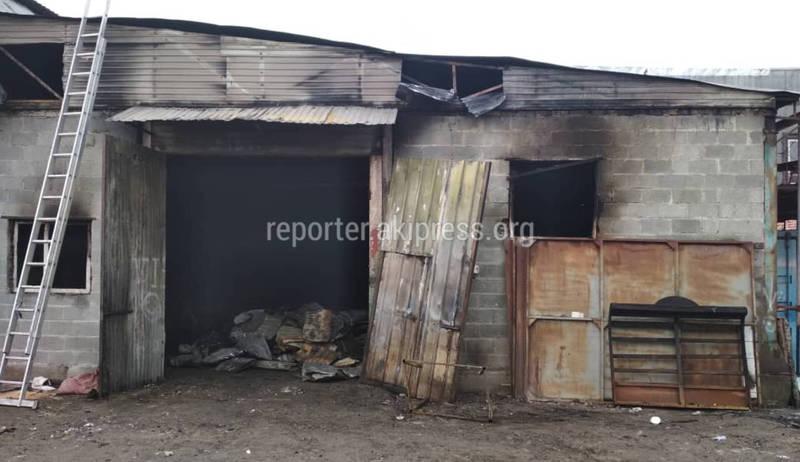 Фото — Что осталось от мебельного салона на Матросова после пожара?