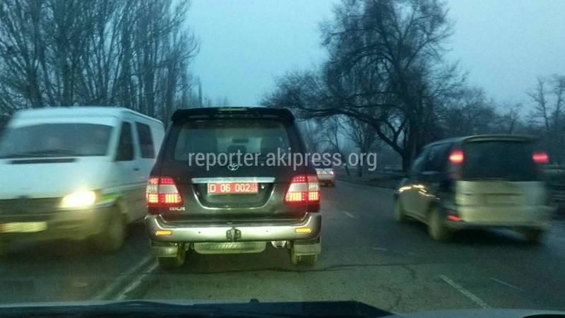 На Л.Толстого водитель «Тойоты» с дипномерами нарушил ПДД, - очевидец (фото)