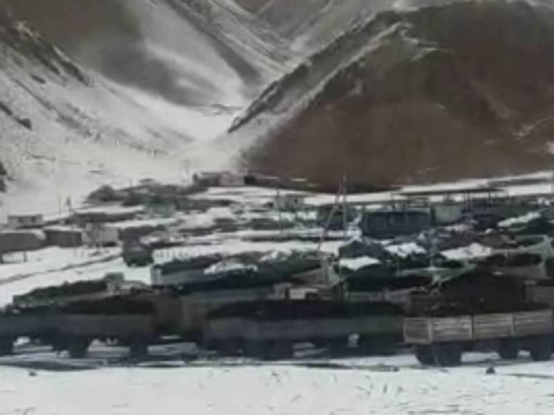 Видео – На госкарьере Кара-Кече водители машин, груженных углем остались без топлива и еды