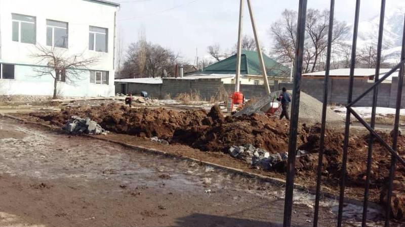 Законно ли ведется строительство на территории дома культуры в центре села Таш-Добо?