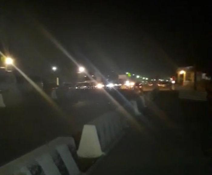 Ночью на кыргызско-казахской границе образовалась пробка, автомашины стояли порядка 4-5 часов <i>(видео)</i>