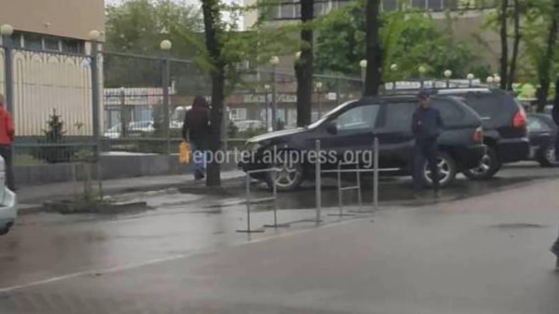 Законно ли огородили общественную парковку на Суюмбаева - Огонбаева? (фото)