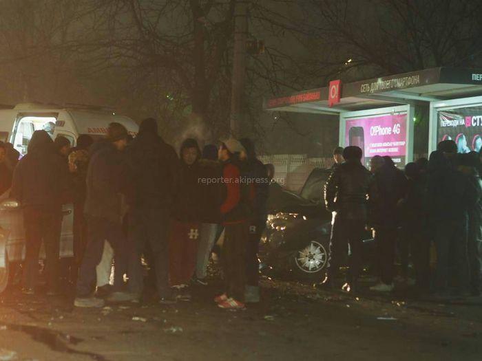 На Шабдан Баатыра – Горького в результате ДТП машину отбросило на остановку, есть пострадавшие <i>(фото)</i>