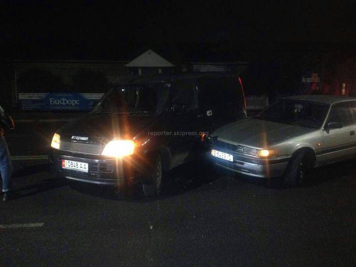 На ул.Толстого в Бишкеке произошла авария с участием двух автомобилей <i>(фото, видео)</i>