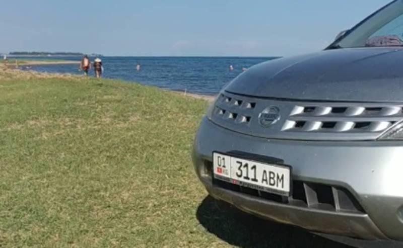 В селе Тамчы водитель «Ниссан Мурано» заехал на пляж (видео)