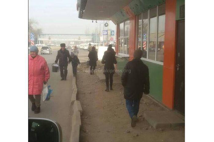 «Бишкекасфальтсервис» восстановит тротуар возле Аламединского рынка с наступлением теплой погоды