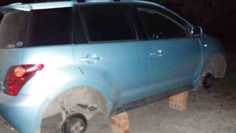 ГУВД Чуйской области прокомментировало сообщение горожанина о неизвестных, которые в Шопокове с «Тойоты» сняли все колеса