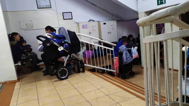 В Детском образцовом музыкальном театре «Таберик» дети переодеваются в коридоре, - родитель