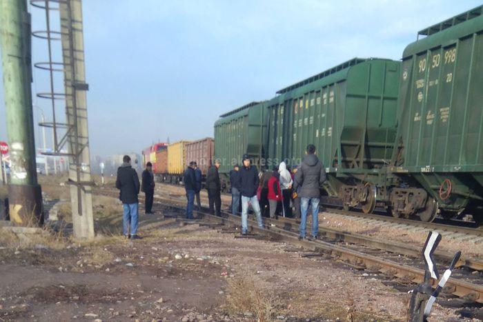 В Бишкеке поезд сбил девушку