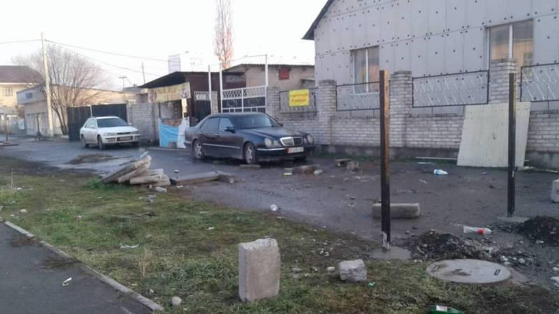 Жители спрашивают, законно ли собираются огородить участок общего пользования на улице Тойгонбаева?