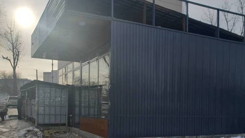 Горожанин спрашивает, будет ли демонтирован павильон возле мусора на ул.Суеркулова? (фото)
