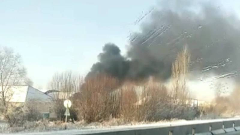 Видео — В селе Кен-Булун горит частный дом