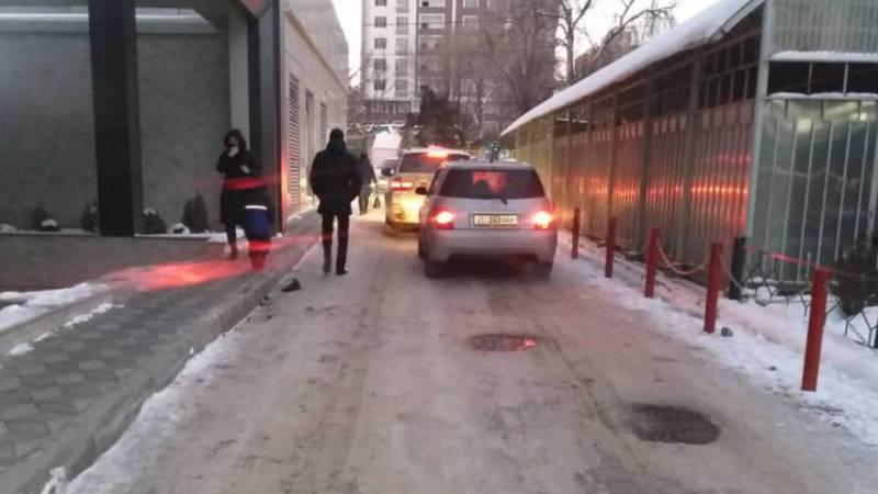 В Бишкеке улица Керимбекова очень узкая и опасная для пешеходов, - горожанин