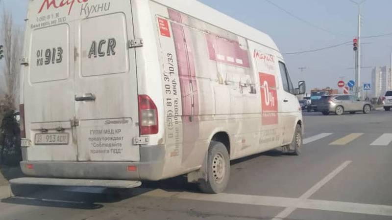 На Масалиева-Токтоналиева «Мерседес» выехал за стоп-линию. Фото