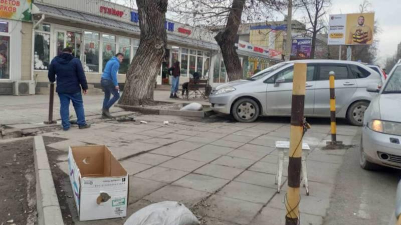 Парковочные барьеры на Чуй-гоголя установлены незаконно, владелец цветочного магазина добровольно открыл доступ к парковке