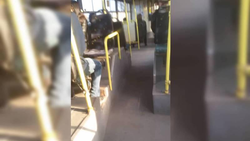 Бишкекчанка жалуется на грязный общественный транспорт. Видео, фото