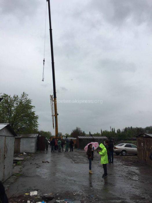 Законно ли начали снос гаражей в мкр Восток-5? - бишкекчанин <i>(фото, видео)</i>
