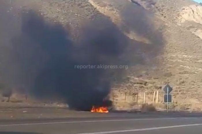 В Боомском ущелье сгорела машина <i>(видео)</i>