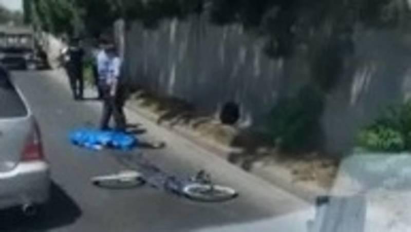 На Льва Толстого КамАЗ насмерть сбил велосипедиста. Видео